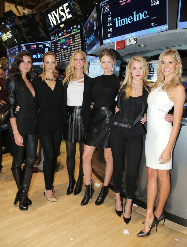 'SI' Swimsuit Models Ring the NYSE Closing Bell - Celebrity Fashion Trends