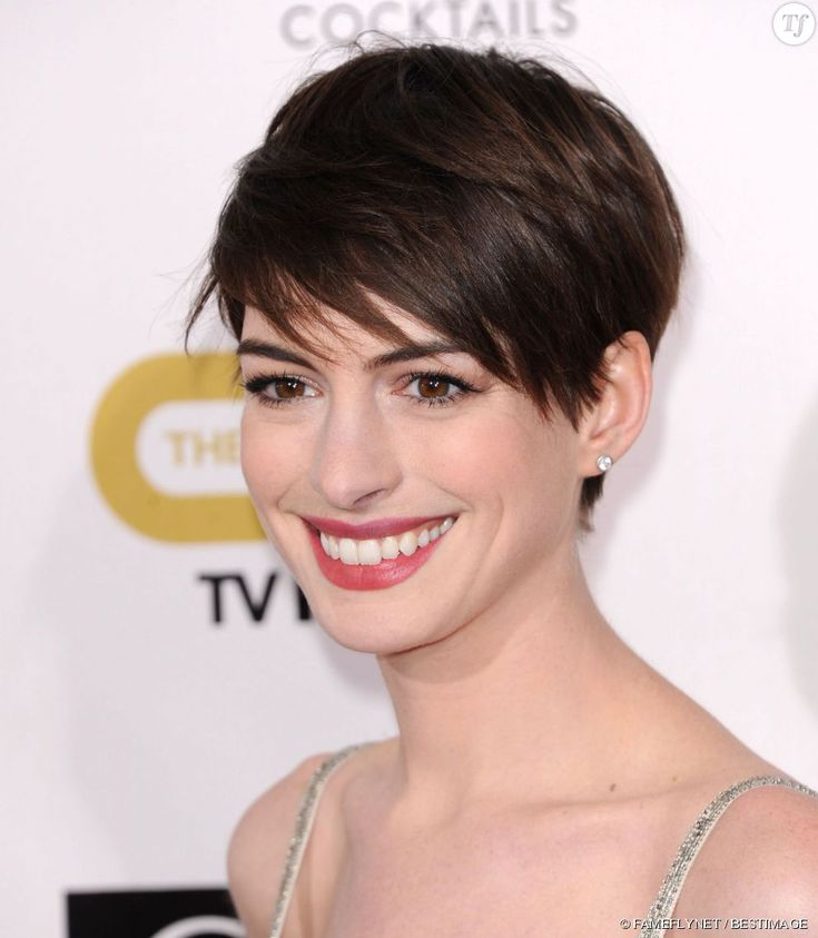 die besten 25 anne hathaway frisur ideen auf pinterest anne hathaway elfe celebrity pixie. Black Bedroom Furniture Sets. Home Design Ideas
