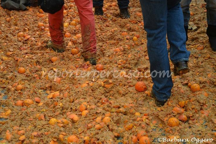 Oranges battle - pavement