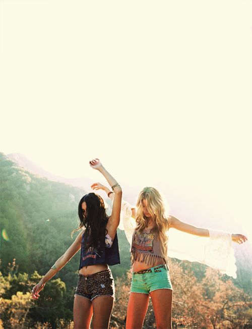 Summer Fashion, Best Friends, Summer Outfit, Crop Tops, Summer Style, Bestfriends, Bohemian Style, Summer Shorts, Summer Clothing