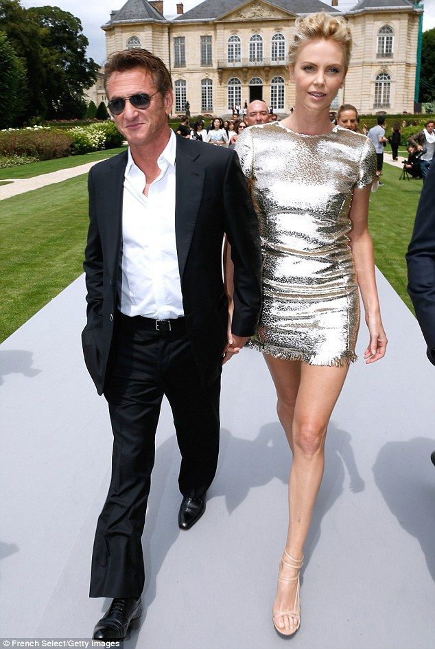 Charlize Theron and Sean Penn 'to marry in South Africa this summer' #dailymail | Charlie killin it in gold!
