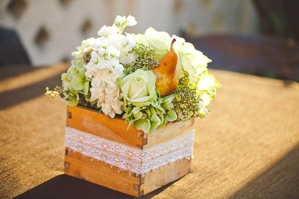 wooden boxBoxes Pears, Green Pretty, Boxes Arrangements, Boxes Ideas, Flower Arrangements, Hearing Belle, Flower Inspiration, Floristry Inspiration, Flower Boxes