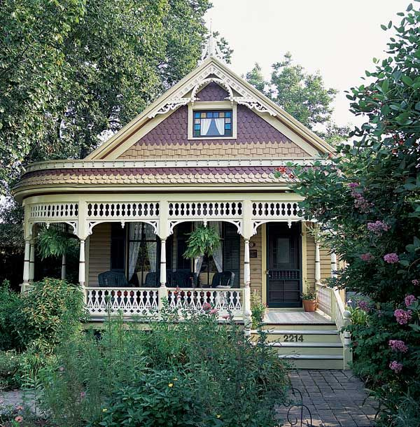 A Steamboat Gothic porch, on an old house in Houston. Photo: Janet Lenzen