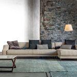 Divano beige, parete pietra – Vibieffe