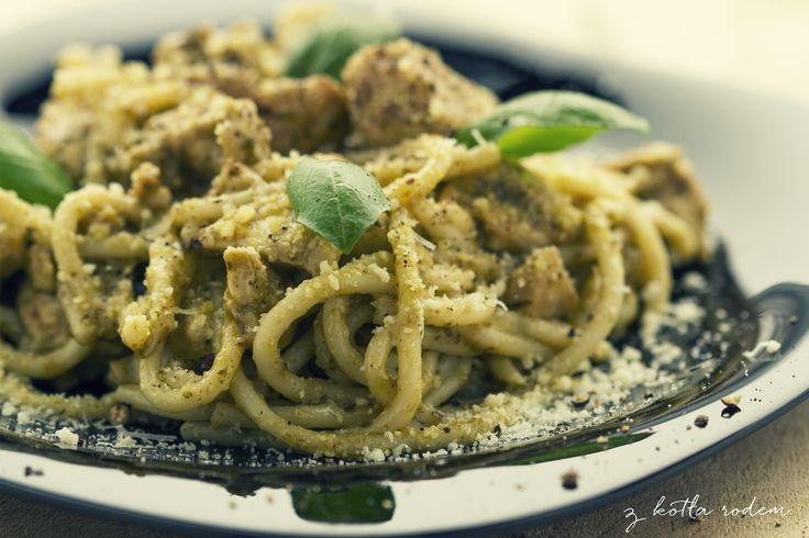 Spaghetti pesto z kurczakiem - Dzisiaj duży ukłon w stronę śródziemnomorskiego słońca i wyrosłej na nim bazylii :-) #wloskiespecjaly #spaghetti #pesto #bazylia