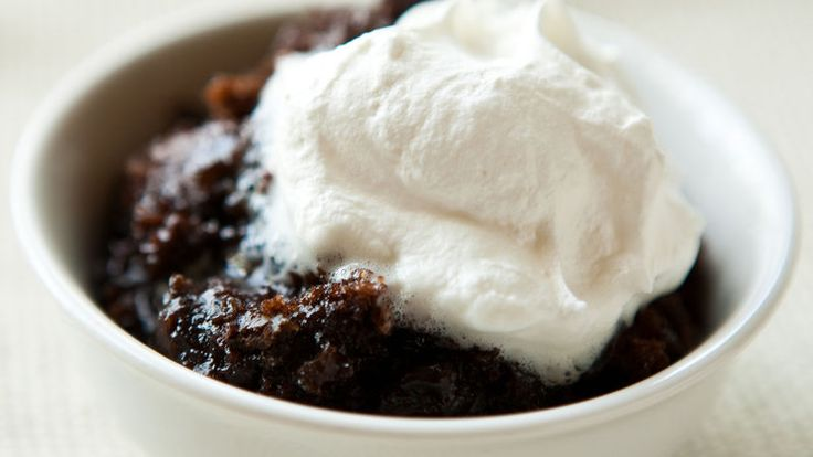 For a dessert that's restaurant-good and slow-cooker easy, try this home-cooked take on lava cake. Let your slow cooker transform Betty Crocker SuperMoist triple chocolate fudge cake mix, pudding mix and chocolate chips into an impressively rich dessert.