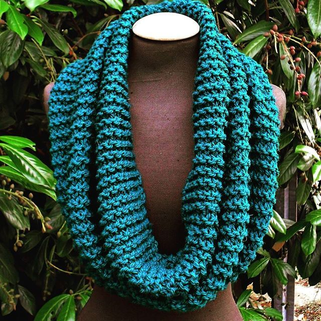 The shop is about to have a big update and there is going to be a big surprise on the next two or three days, so be sure to follow... In the meantime, here's the latest infinity scarf/shawl.  Bottle green Italian wool, as soft as a cloud, as green as a wi