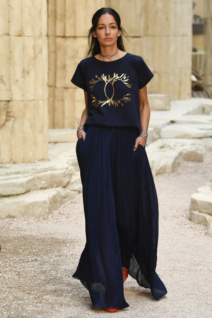 Chanel Resort 2018 Collection Photos - Vogue  Look 23/87    t-shirt is super nice