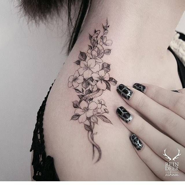 Illustrative flower wreath on top of the right shoulder.
