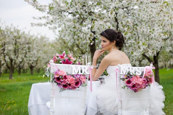 Esküvő a meggyfák alatt