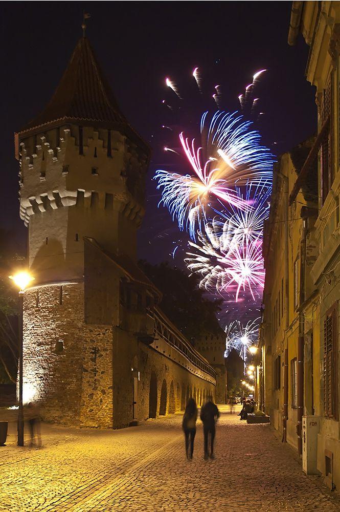 We wish you a great year ahead of you! Happy New Year! #happynewyear #2015 #travel #Romania #RolandiaTravel