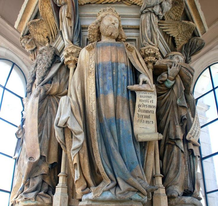 El pozo de Moisés fue una obra realizada por Claus Slauter, escultor gótico de origen holandés.    Dicha obra se creó entre 1395 y 1403, con la finalidad de ser un calvario monumental para el Claustro de la Cartuja de Champol en Dijon, Francia