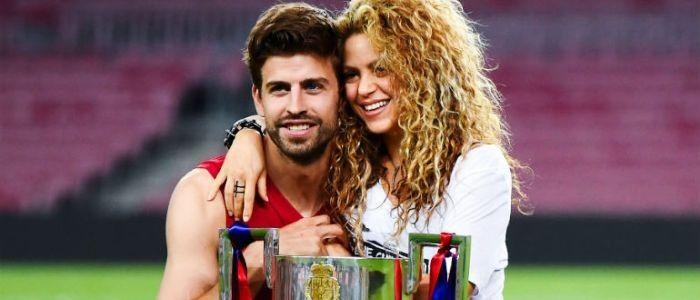 Shakira comemora os dois gols de Gerard Piqué em derrota do Barça