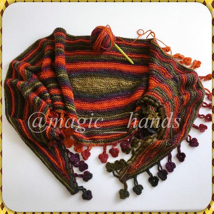 """Instagram'da @magic__hands: """"Böyle soğuk karlı günlerler için ben örüyorum☺️☃❄️❤️ #crochet #crocheart #snow #şallar #sipariş #üçgenşal #lovecraft #knitters #knitting #knitstagram #knitstagram #knittersoftheworld #yün #yarn #yarnlove #wool #woollove #sevgiyleörüyoruz #elemeği #terapi #accessories #design #fashion #handmade #hakeln #haekling #nähen #10marifet"""""""