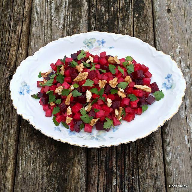 """cookvalley - tanker om mad: Salat med Rødfrugter - Fra """"Og halsen af en Svane"""" https://cookvalley.blogspot.dk/2016/11/salat-med-rdfrugter-fra-og-halsen-af-en.html"""