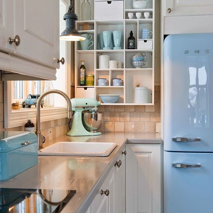 Gosto das cores vintage na cozinha!