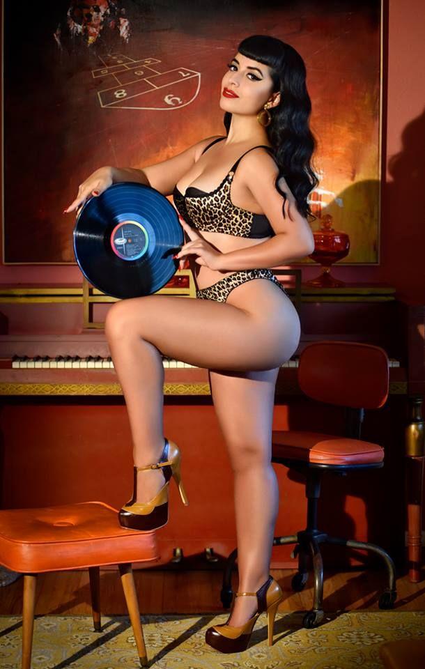 Big ass burlesque brooke beretta full scene on httpbitlyhugecurves - 5 3