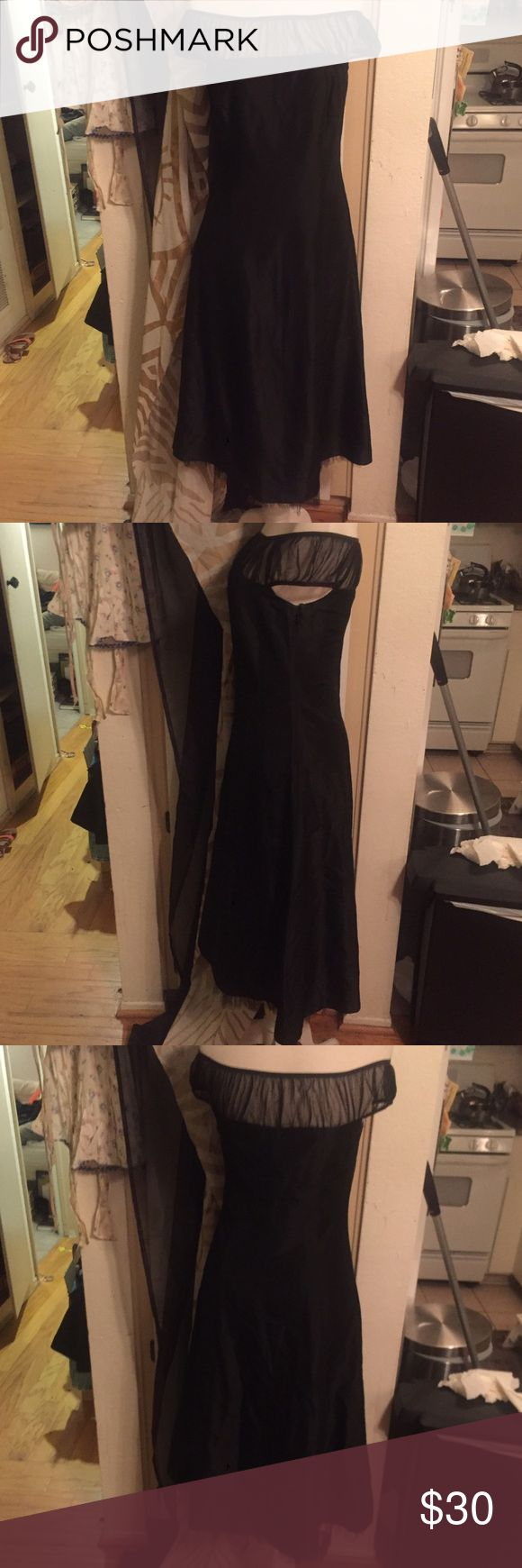LAUNDRY by Shelli Segal off shoulder LBD size 6 LAUNDRY by Shelli Segal off shoulder LBD size 6 only worn once zips up the side has tulle underneath at bottom Laundry by Shelli Segal Dresses