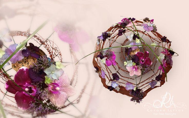 Floral Home Decor. Customized orders via http://roxanaistvan.florist, e-mail: designer@roxanaistvan.florist or telephone: 0745087756. Thank you!