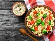 Салат с тортеллини и беконом