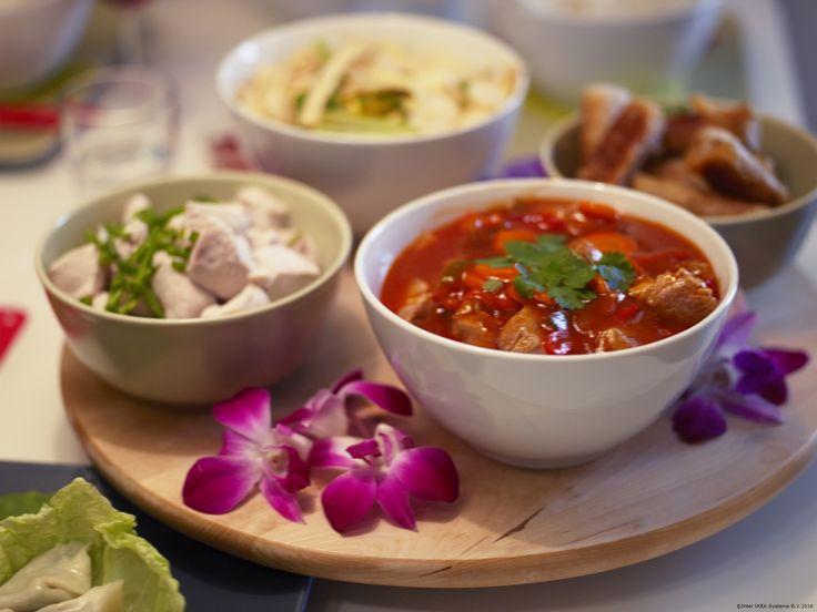 Cu ajutorul unui platou rotativ, te asiguri că toată familia ajunge cu ușurință la mâncare.