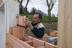 L'entreprise française Catharhome propose un nouveau modèle de briques en bois qui s'emboîtent les unes sur les autres. Leur nom : Brikawood.