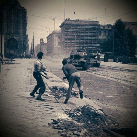 Am 17. Juli in der Leipzigerstr, Berlin 1953.