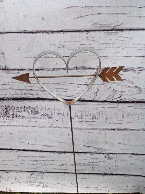 this wine barrel ring heart arrow is perfect to stick in the ground to show - Hundedusche Ring