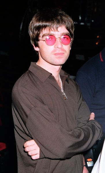 30 Mad Moments From Oasis' Craziest Year | NME.COM