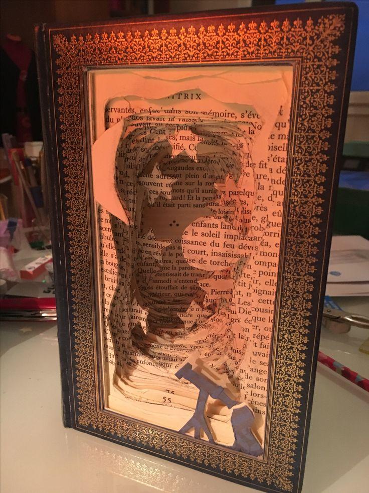 Premier essai, assez contente de mon livre sculpté pour un amoureux des étoiles...