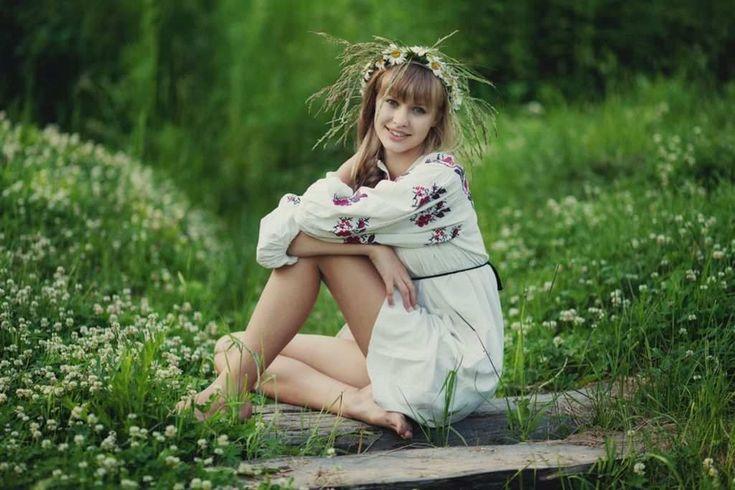 Арийская девушка с венком