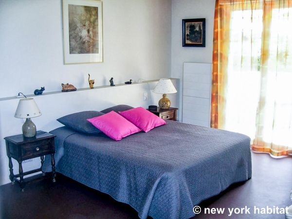 Hot pink pillows and orange curtains add a certain je-ne-sais-quoi to this #furnished #apartment in #Provence.  See it here: http://www.nyhabitat.com/south-france-apartment/furnished/1194