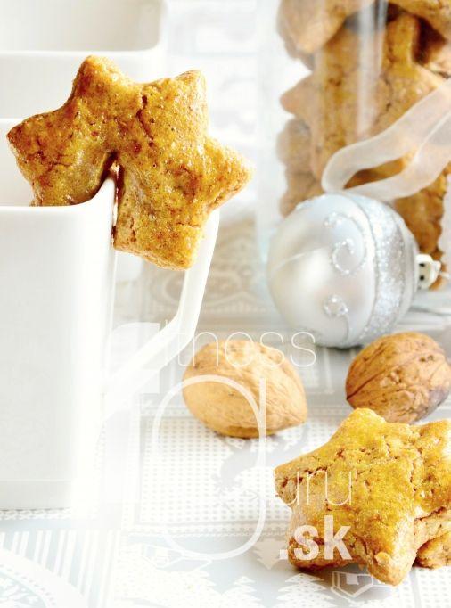 Ihneď mäkké medovníčky s kúskami orechov