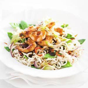 Recept - Noedels met garnalen in woksaus, ook lekker met prei en paprika en cassave chips