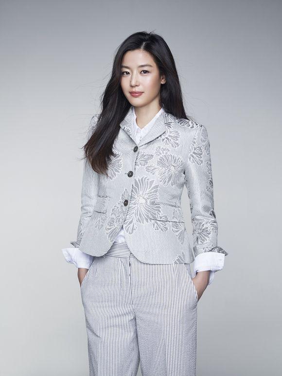 チョン・ジヒョンが「星から来たあなた」を手がけたパク・ジウンと再タッグを組んで韓国の視聴者を釘付けにしたドラマ「青い海の伝説」。本作がいよいよ日本で放送が開始となった。チョン・ジヒョンの、第一子出産… - 韓流・韓国芸能ニュースはKstyle