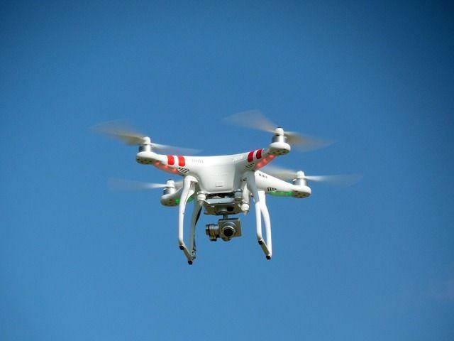 """Da sabato 27 dicembre, fino a martedì 6 gennaio, è in programma a Volandia, il Festival dei droni: una serie di iniziative a cura del GULLP che prevede """"lezioni"""" con dimostrazioni pratiche su che cosa è un drone, come funziona e, all'interno del nuovo padiglione, sarà possibile vedere da vicino come funziona una stampante 3D."""