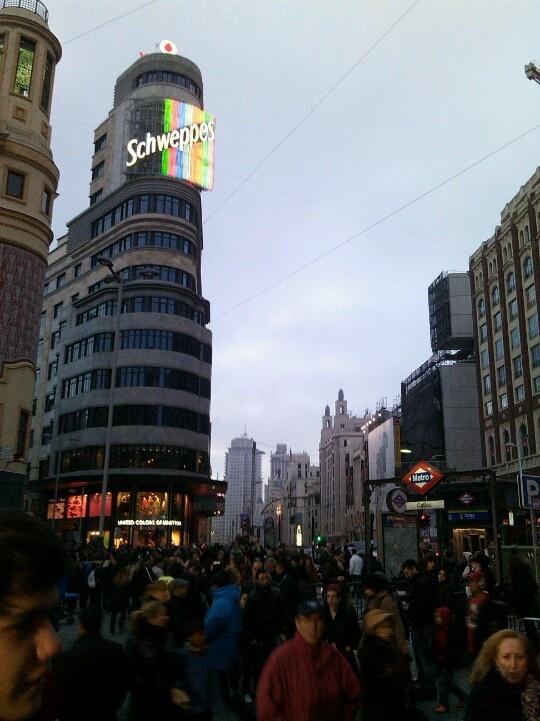 La Gran Vía, la publicidad, el Metro: la ciudad, Madrid.