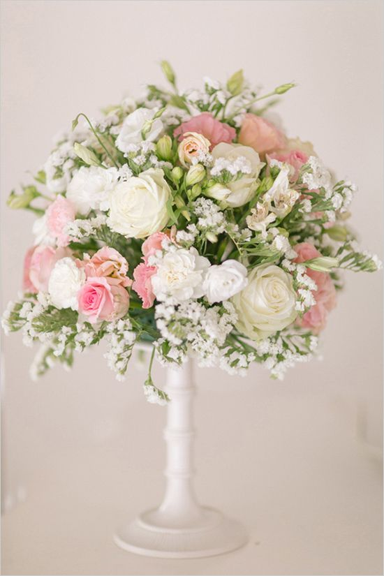 Pink and white florals for a wedding in Portugal. Photo by André Teixeira, Brancoprata