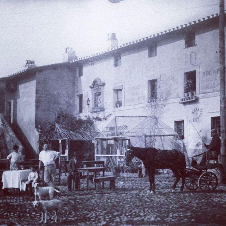 """Via Tuscolana (1900 ca)  La famosa """"Osteria del Curato""""."""