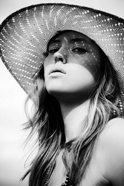 simply stunning: Photos, Style, Black And White, Art, Photography Portraits, Black White, Beauty, Shadows, Photography Inspiration
