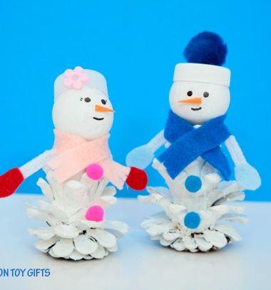 Easy DIY pinecone snowman - winter craft for kids // Toboz hóemberek pingponglabdával - kreatív téli ötlet gyerekeknek // Mindy - craft tutorial collection // #crafts #DIY #craftTutorial #tutorial