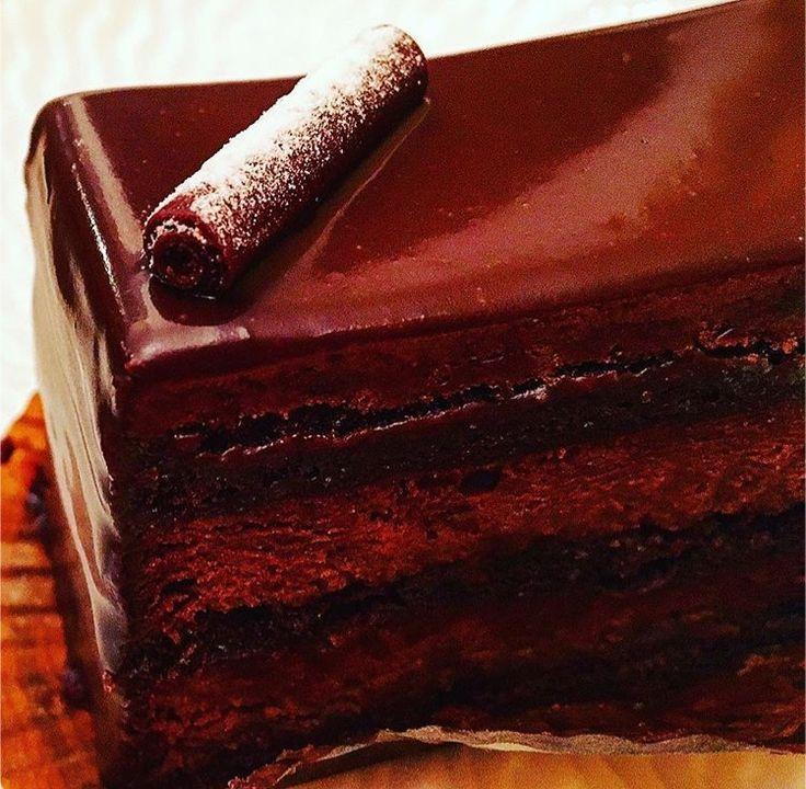 ジャンポールエヴァンのグアヤキル  濃厚なカカオがふんだんに使われたショコラクリームは、 生のショコラを食べているみたい! 少しずつ層によって味を変える質の高さ感激❤️
