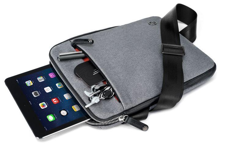 Das Bionic-Gewebe der iPad-Tasche Cobra sling des kalifornischen Labels booq ist extrem strapazierfähig, wasserabweisend und entsteht durch Recycling von PET-Flaschen. In der Tasche findet aber nic...