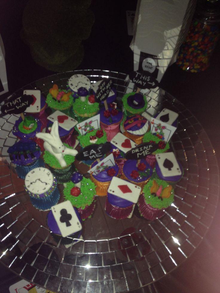 Alice Cupcakes3