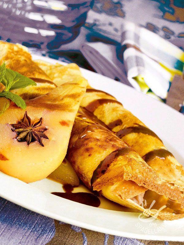 Crepes with pears and chocolate - Le Crepes con pere e cioccolato sono tra le preparazioni dolci più sfiziose che ci siano. Facili e veloci. Praticamente non avete più scuse...