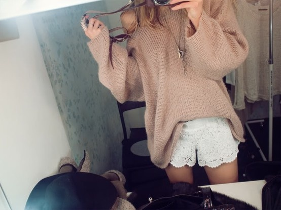Lace lace shorts: Big Sweaters, Fashion, Street Style, Over Sweaters, Comfy And Cute, White Lace, Oversized Sweaters, Knits Sweaters, Lace Shorts