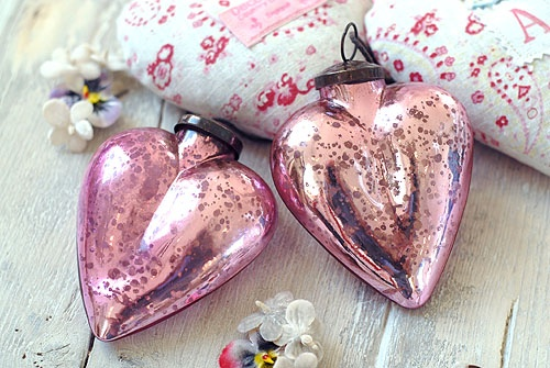 pink hearts: Cottages Fence, Mercury Glasses, Glasses Heart, Pink Mercury, Vintage Pink, Christmas Ornaments, Pink Hearts, Heart Christmas, Heart Ornaments