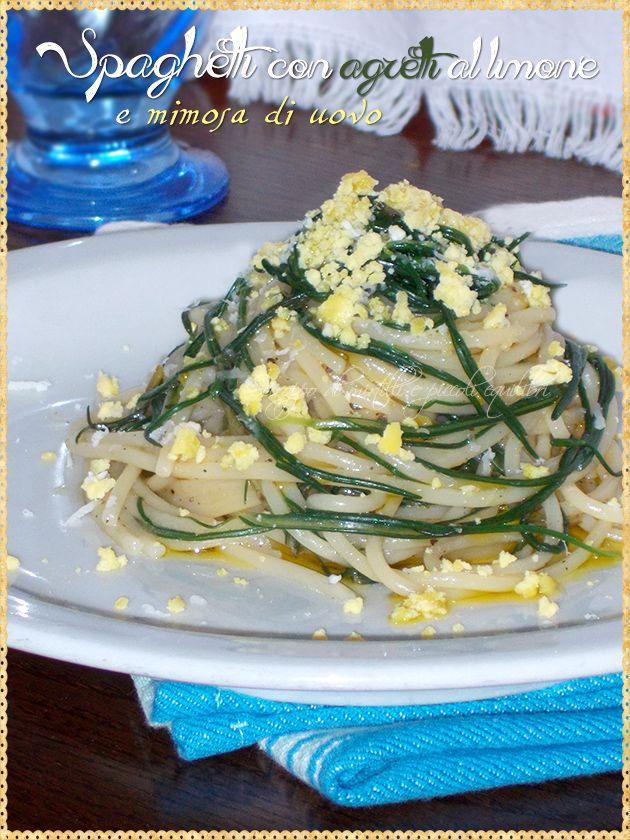 Spaghetti con agretti al limone e mimosa di uovo (Spaghetti with agretti, lemon and egg mimosa)