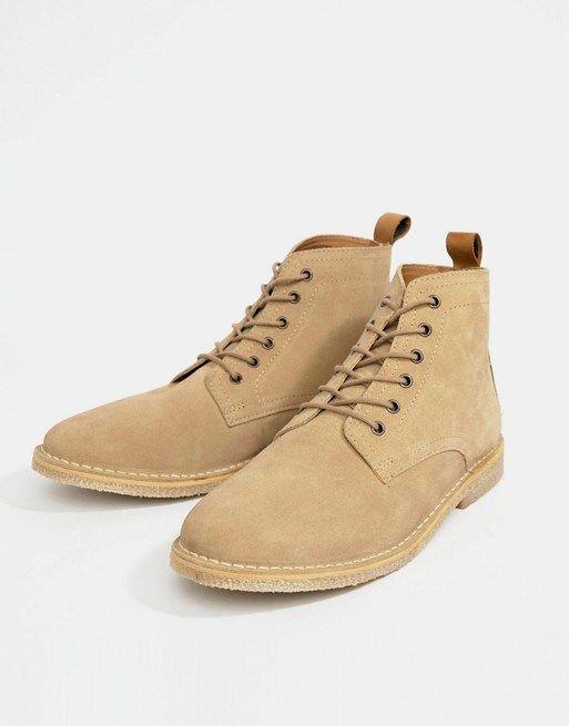 f3268c42248b66 ASOS DESIGN – Desert Boots aus Wildleder in Stone mit Lederbesatz