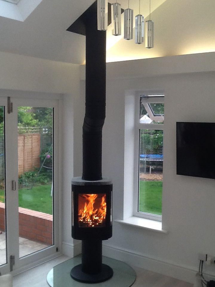 Contura 880:3 stove and offset flue on a glass teardrop hearth